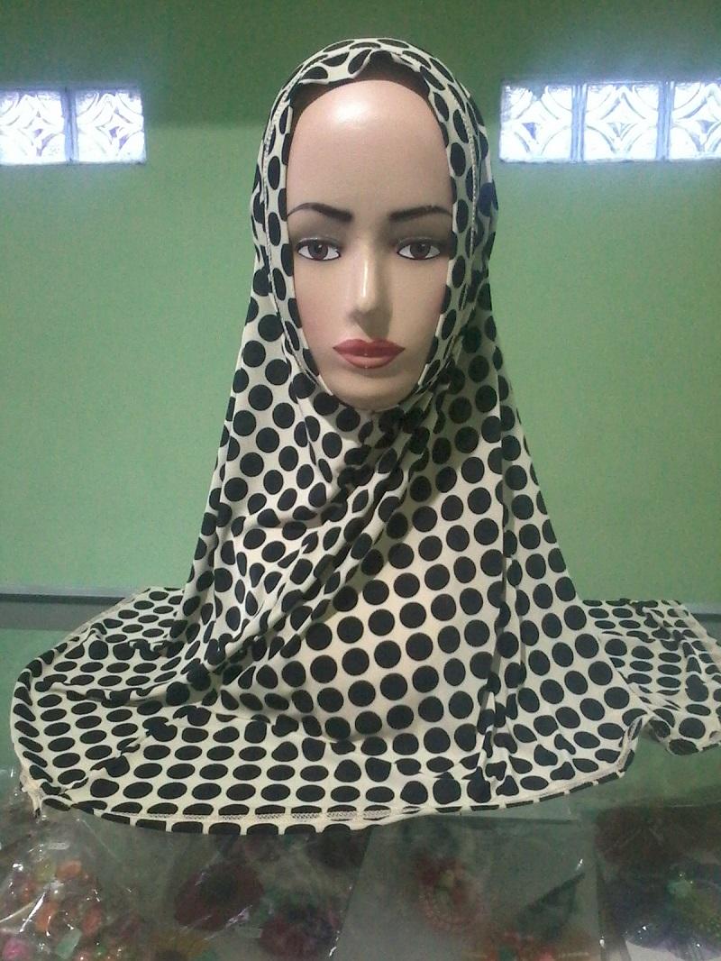 jilbab polkadot hitam putih